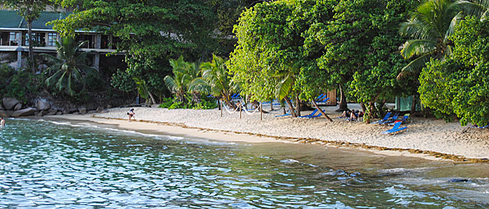 Seychelles incanto coco de mer hotel black parrot - Orientamento piscina ...